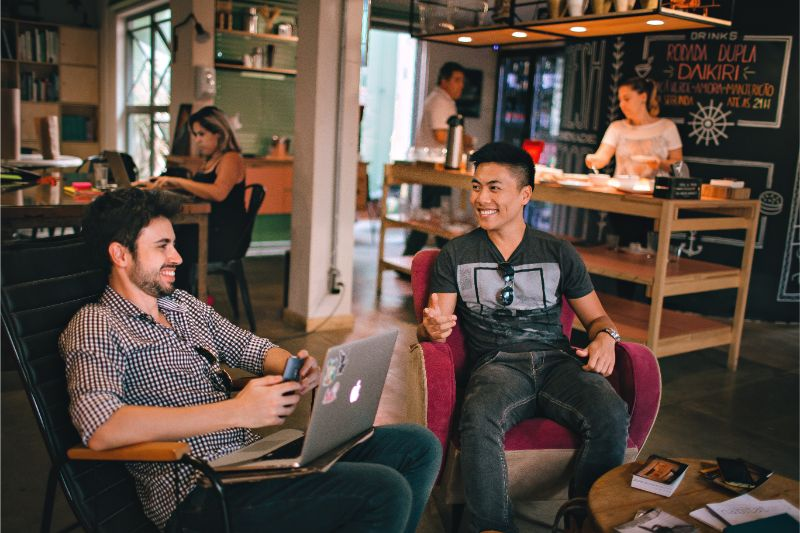 Design-lab-blog-post-coworking relationship-chat